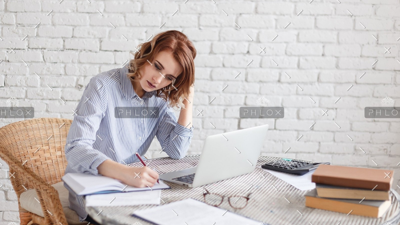 demo-attachment-472-woman-freelancer-female-hands-with-pen-writing-on-P369BAX1